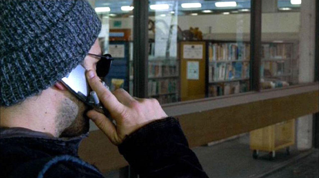 Der militante Technologiegegner und Bombenattentäter hält telefonisch Kontakt mit den Ermittlern des BAU-Teams. - Bildquelle: Touchstone Television