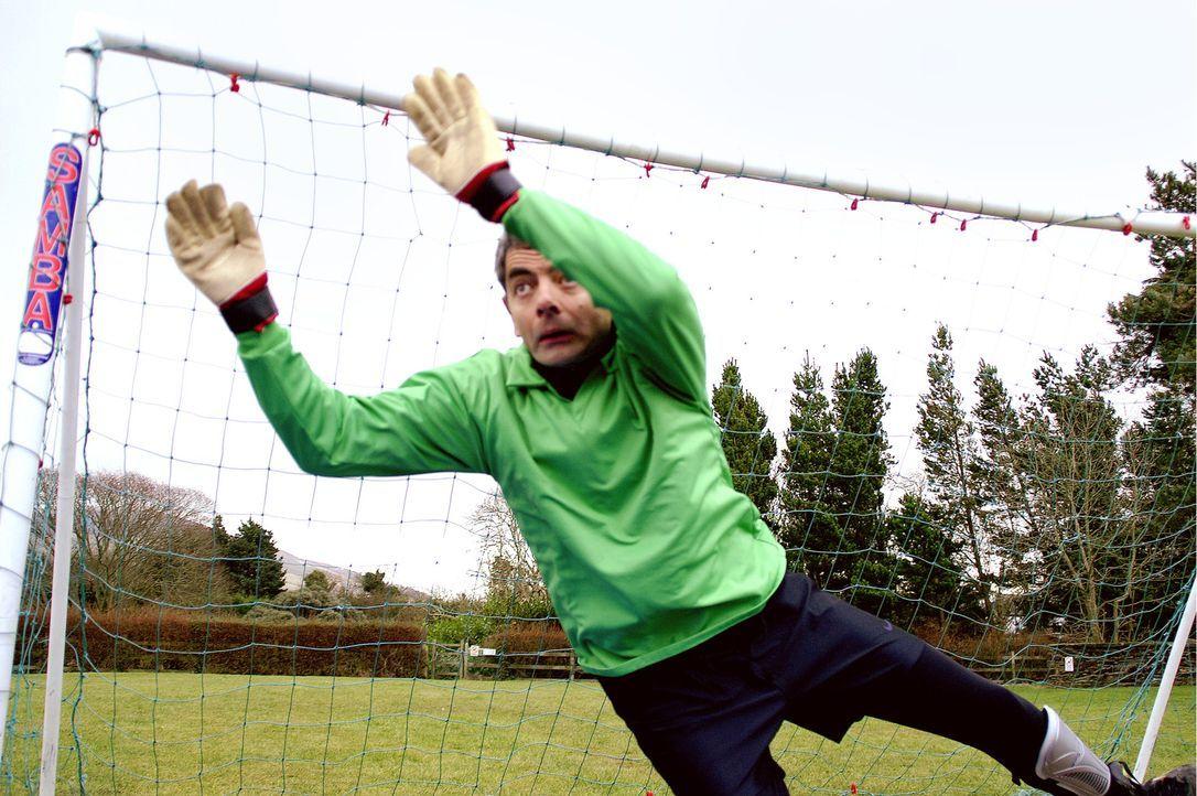 Reverend Walter Goodfellow (Rowan Atkinson) ist ein eher erfolgloser Torwart ... - Bildquelle: Constantin Film