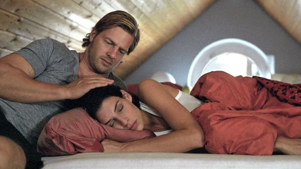 Leo (Henning Baum, l.) verbucht Ninas (Elena Uhlig, r.) Ambitionen, den Männe...
