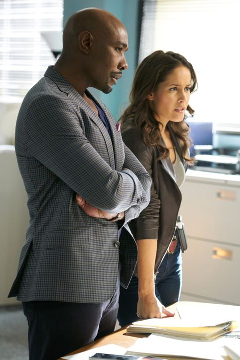 Haben eine Leiche, die sogar im getöteten Zustand noch kriminelle Dinge tut: Villa (Jaina Lee Ortiz, r.) und Rosewood (Morris Chestnut, l.) ... - Bildquelle: 2015-2016 Fox and its related entities.  All rights reserved.