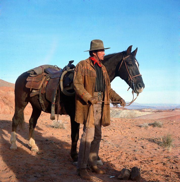 Bei der Zwangsumsiedlung eines Apachenstammes entdecken die Soldaten unter den Indianern die weiße Sarah, die vor zehn Jahren von ihnen entführt w...