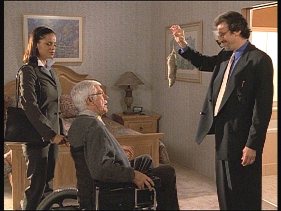 Tod (Richard Cox, r.) hat in Marks (Dick Van Dyke, M.) Zimmer eine tote Ratte gefunden. Amanda (Victoria Rowell, l.) und Mark sind entsetzt über di... - Bildquelle: Viacom