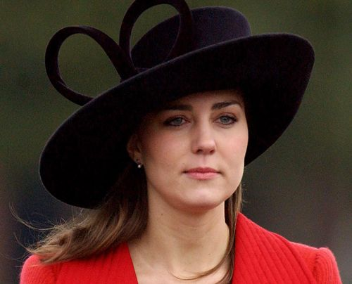 Kate bei der Militär-Parade. Ihre Schwiegermutter in spe war auch da... - Bildquelle: AFP