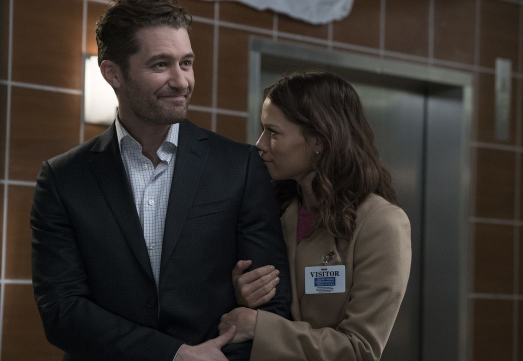 Als Paul (Matthew Morrison, l.) mit seiner Verlobten Jenny (Bethany Joy Lenz, r.) im Grey Sloan Memorial Hospital auftaucht, sind alle total begeist... - Bildquelle: Richard Cartwright 2017 American Broadcasting Companies, Inc. All rights reserved.