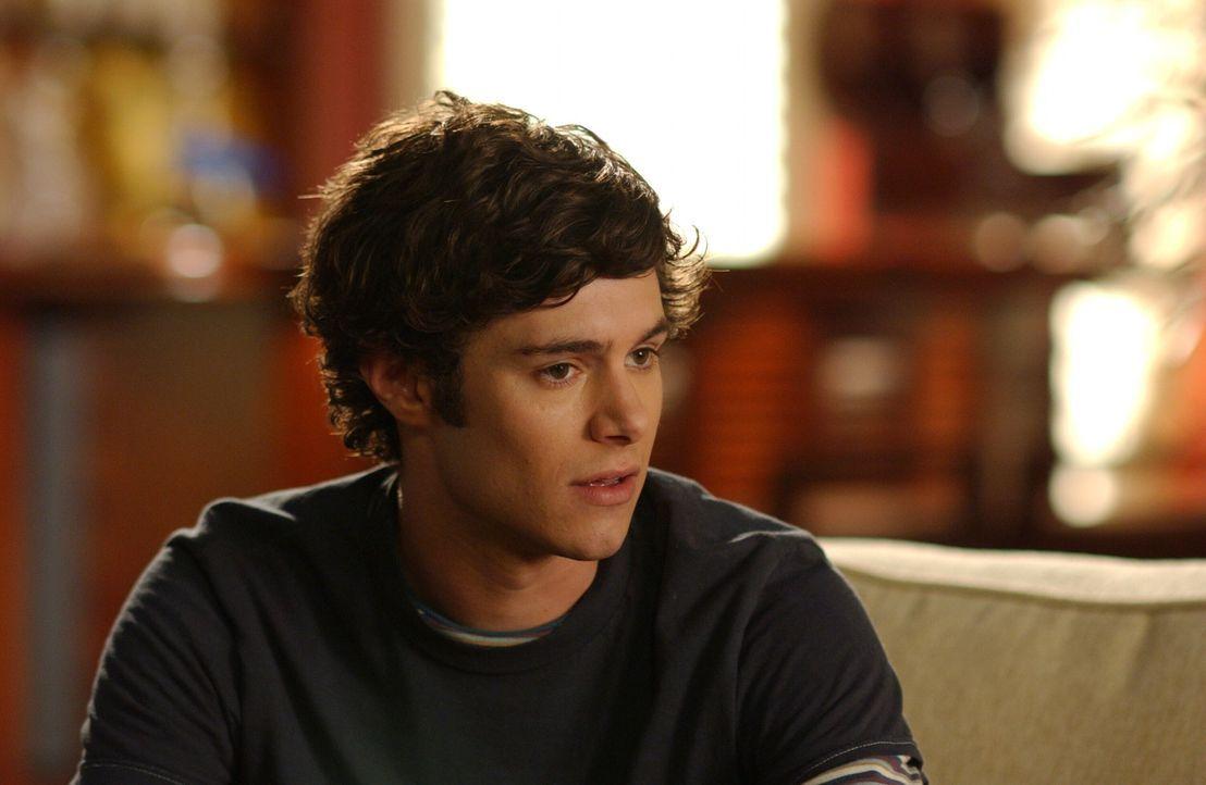 Seth (Adam Brody) bittet Ryan, Sandy und Kirsten nicht zu verraten, dass er die Nacht bei Alex verbracht hat, doch leider ist Ryan ein ganz schlecht... - Bildquelle: Warner Bros. Television