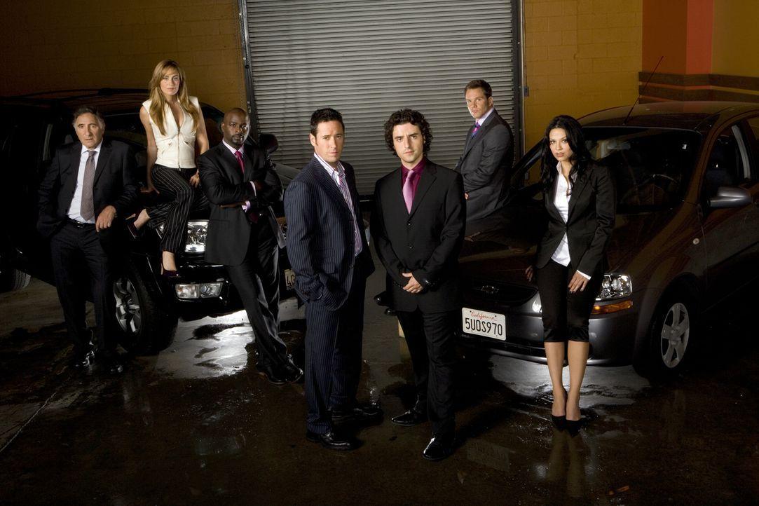(3. Staffel) - Menschen lügen - Zahlen nicht: Don (Rob Morrow, M.), Charlie (David Krumholtz, 3.v.r.), Alan (Judd Hirsch, l.), David (Alimi Ballard,... - Bildquelle: Paramount Network Television