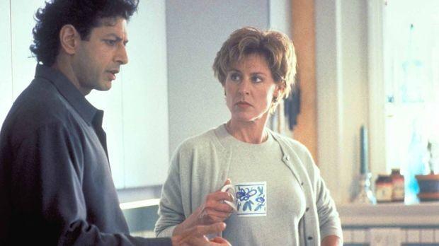 Seit seinem Krankenhausaufenthalt wird Hatch (Jeff Goldblum, l.) von eigenart...