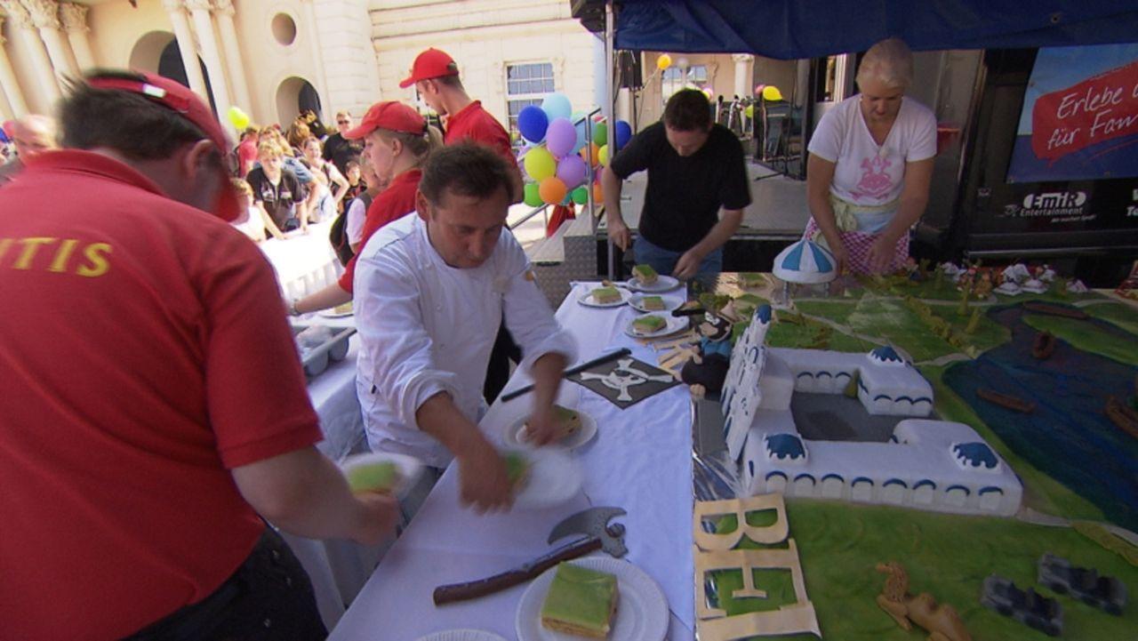 Riesenkuchen mit Achterbahn - Die Tortentuner im Einsatz ... - Bildquelle: SAT.1