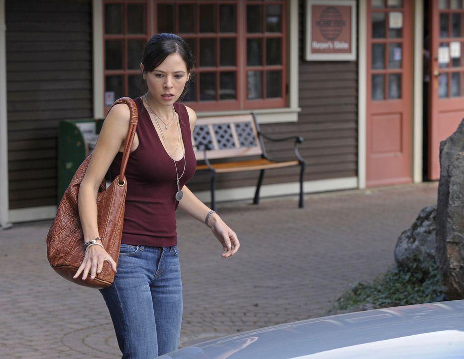 Glück im Unglück: Beinahe wäre Abby (Elaine Cassidy) angefahren worden, doch sie konnte dem Auto ausweichen. Allerdings landet ihr Hochzeitsgesch... - Bildquelle: 2009 CBS Studios Inc. All Rights Reserved.