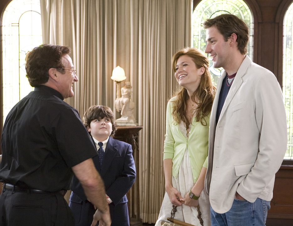 Als endlich ein Termin für Bens (John Krasinski, vorne r.) und Sadies (Mandy Moore, hinten r.) Hochzeit feststeht, kommt schon gleich die nächste... - Bildquelle: 2007 Warner Brothers International Television Distribution Inc.