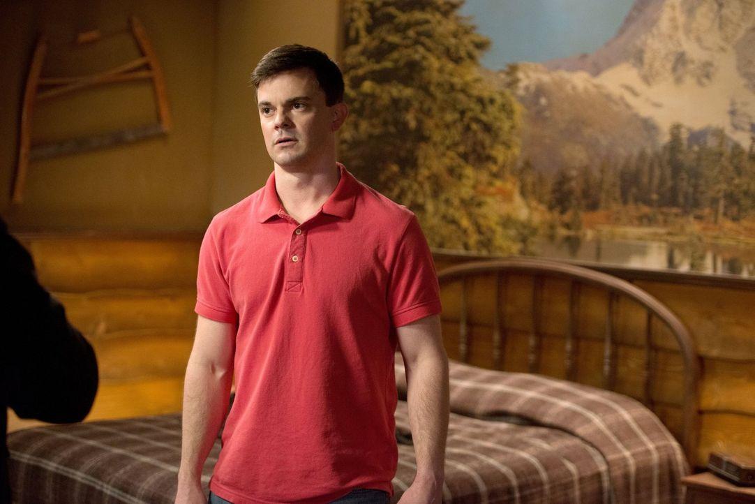 Noch glaubt Harry (Travis Wester), dass er bei dieser Geisterjagd alles unter Kontrolle hat ... - Bildquelle: 2013 Warner Brothers