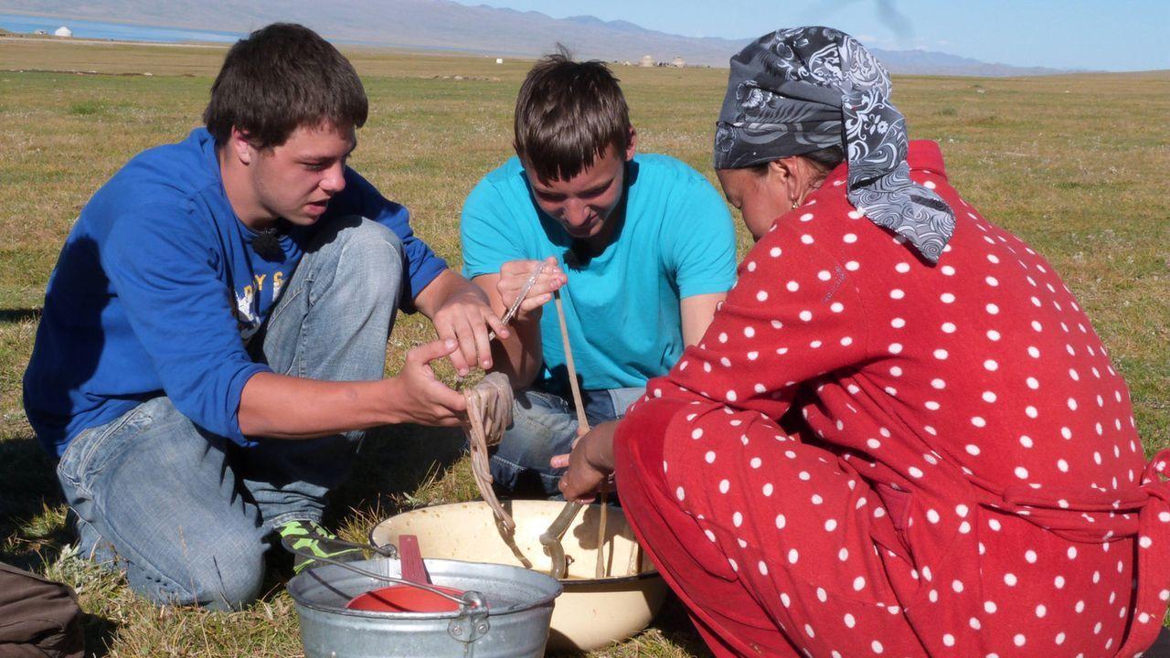 Eine Jurte in der Steppe, kein fließendes Wasser, kein Strom: So lebt die kirgisische Familie Bakytbek während der Sommermonate. Alles, was sie zum... - Bildquelle: SAT.1