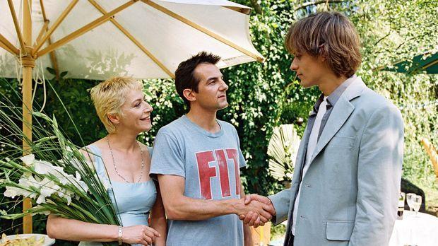 Auf ihrem Gartenfest begrüßt das Lehrerpaar Wenzel (Tatjana Blacher, l.; Hans...