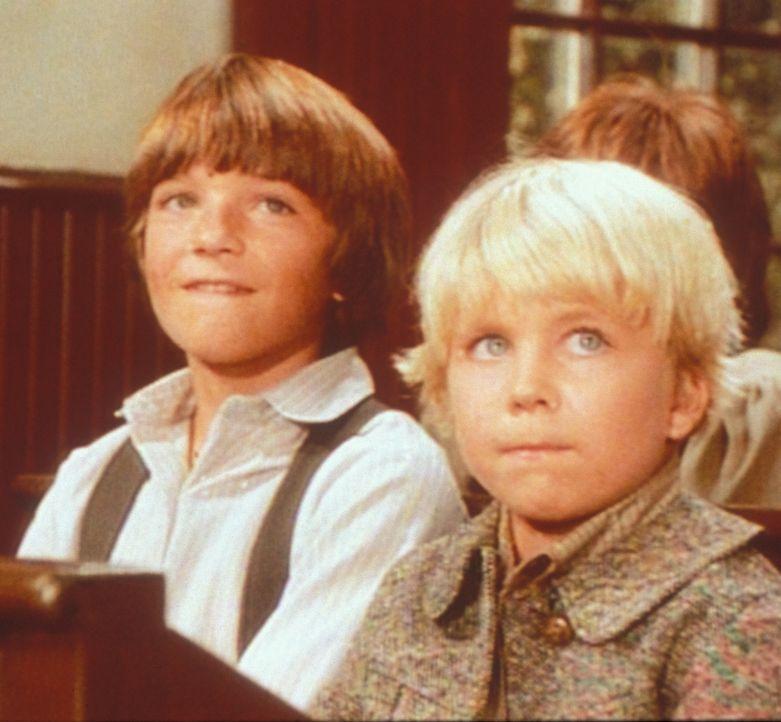 Weil er stottert, wird der kleine Gideon (Peter Billingsley, l.) von seinen Klassenkameraden gehänselt. Nur James (Jason Bateman, r.) macht sich übe... - Bildquelle: Worldvision