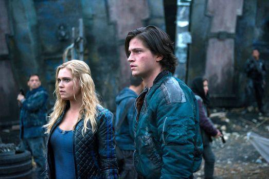 The 100 - Auch Clarke (Eliza Taylor, l.) muss sich eingestehen, dass sie Finn...