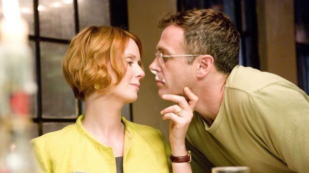 Steve (David Eigenberg, r.) gelingt es, der völlig gestressten Miranda (Cynth...