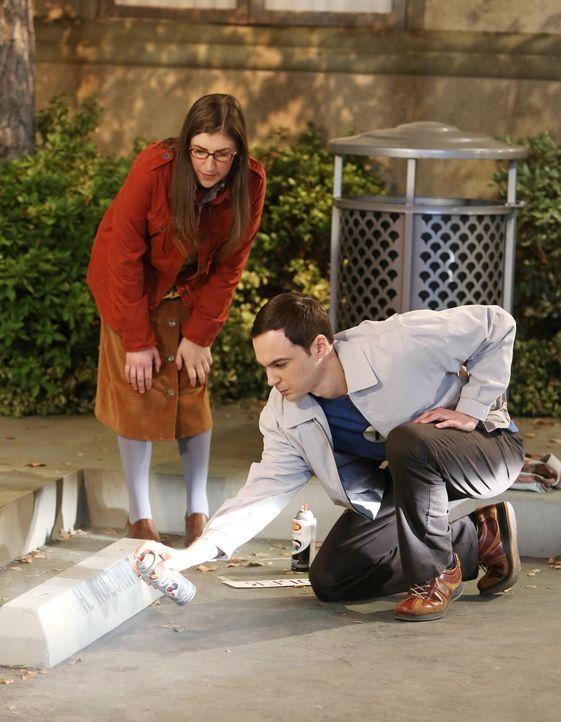 Ein Parkplatz lässt Sheldon (Jim Parsons, r.) und Howard sowie Amy (Mayim Bialik, l.) und Bernadette aneinandergeraten ... - Bildquelle: Warner Bros. Television