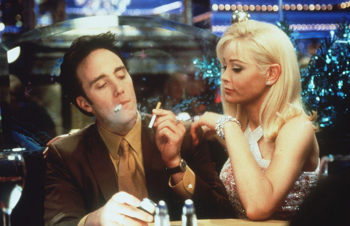 Die verführerische Amber (Pamela Gidley, r.) weiß genau wie man einem Mafiosi wie Anthony Cortino (Jay Mohr, l.) den Kopf verdreht ...
