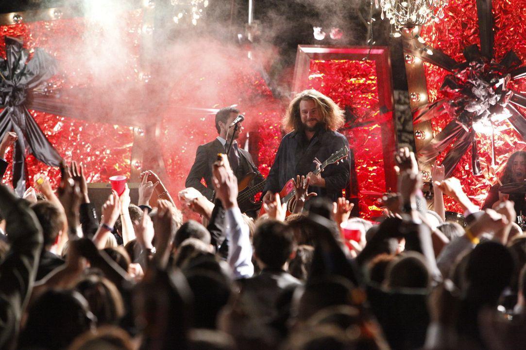 Die Homecoming-Party ist in vollem Gange ... - Bildquelle: Warner Bros. Television