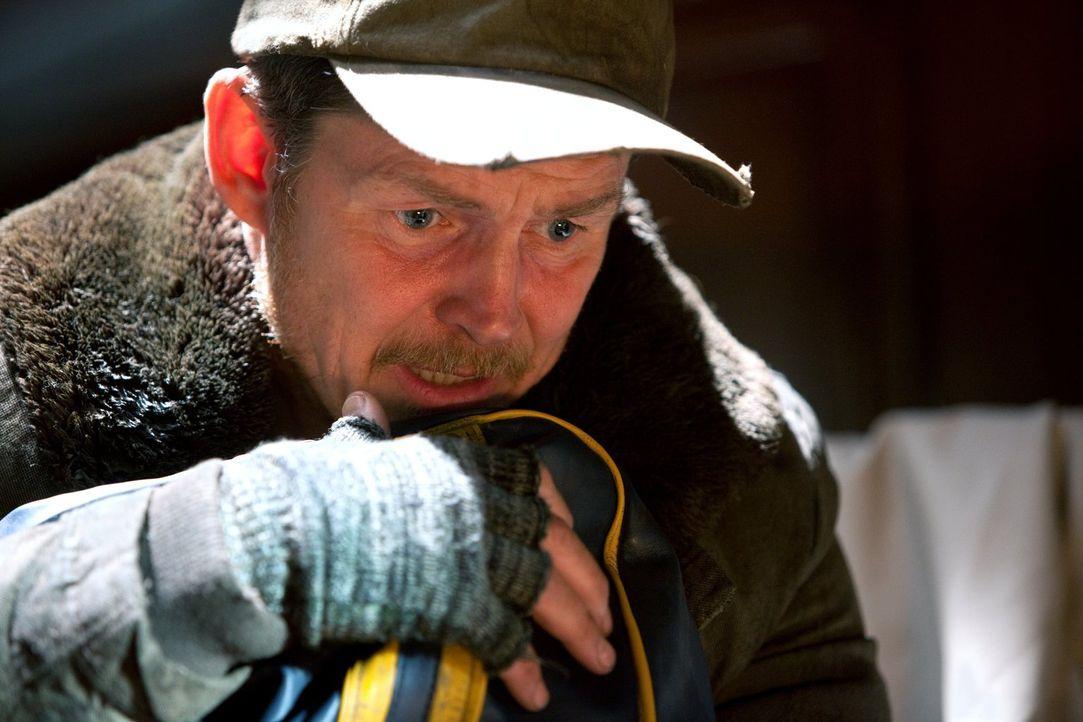 Seit er Dr. Fate ist, ist Nelson (Brent Stait) wahnsinnig geworden. Wie soll er jetzt noch bei der Suche nach Icicle helfen? - Bildquelle: Warner Bros.