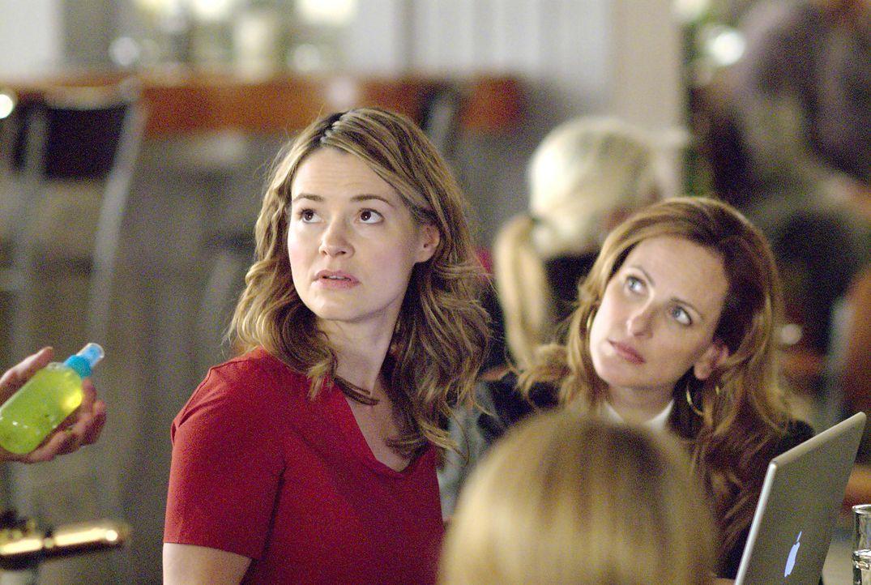 Alice (Leisha Hailey, l.) und Jodi (Marlee Matlin, r.) suchen im Internet nach der perfekten Freundin für Tina - werden sie fündig? - Bildquelle: Metro-Goldwyn-Mayer Studios Inc. All Rights Reserved.