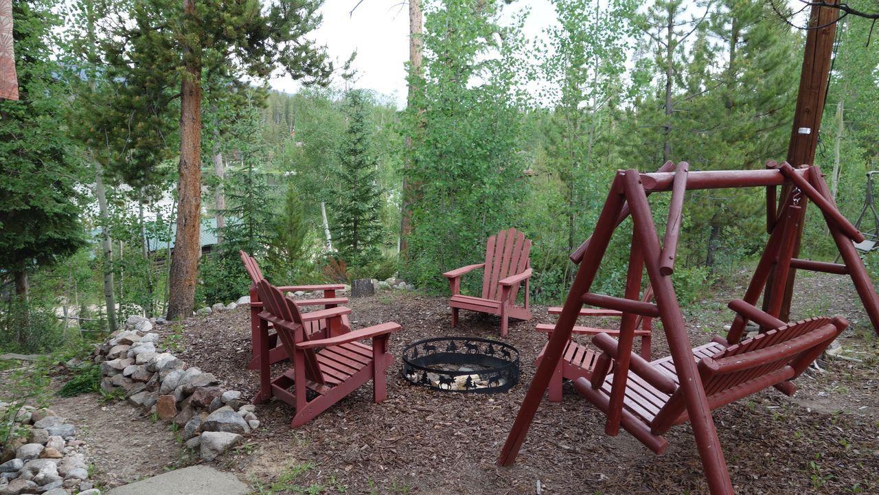 Holly Lodge - Perfekt um Zeit mit Freunden und Familie zu verbringen. An der gemütlichen Grillstelle kann man gemeinsam relaxen und auch für Sportak... - Bildquelle: 2015,HGTV/Scripps Networks, LLC. All Rights Reserved