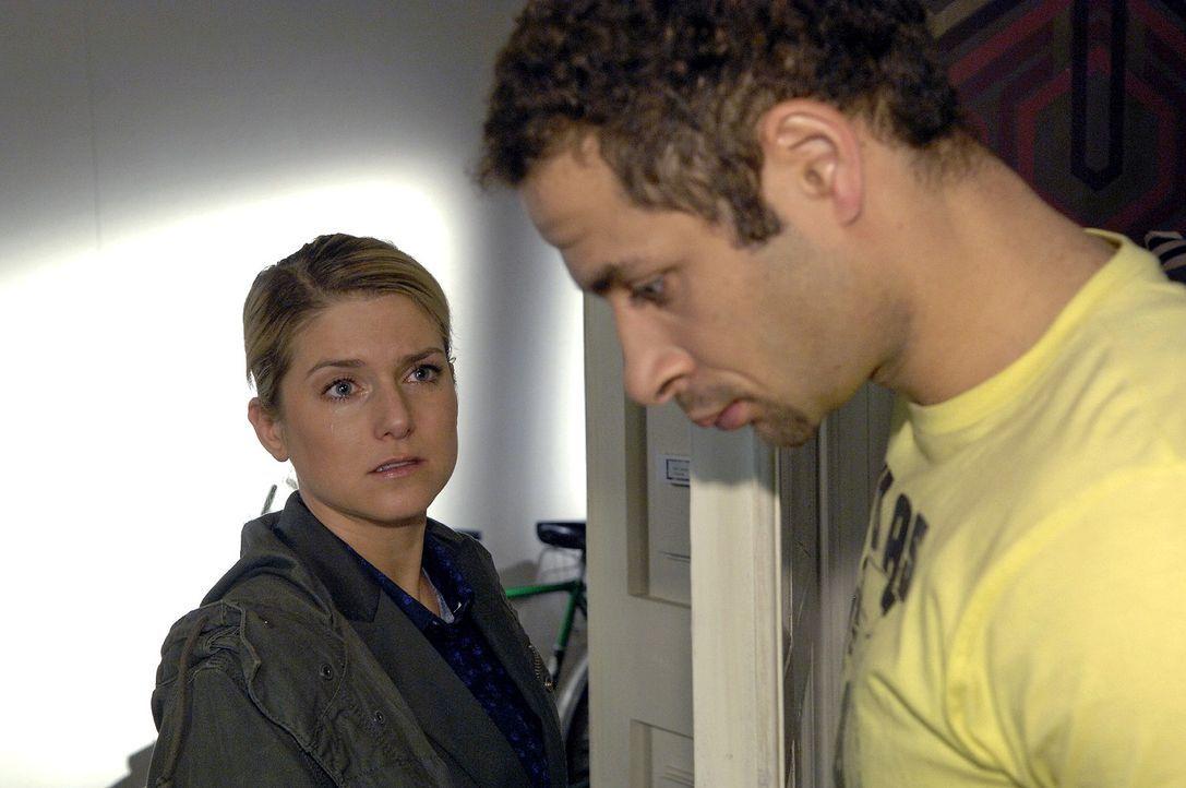 Anna (Jeanette Biedermann, l.) muss akzeptieren, dass zwischen ihr und Jannick (Mike Adler, r.) Schluss ist. - Bildquelle: Claudius Pflug Sat.1