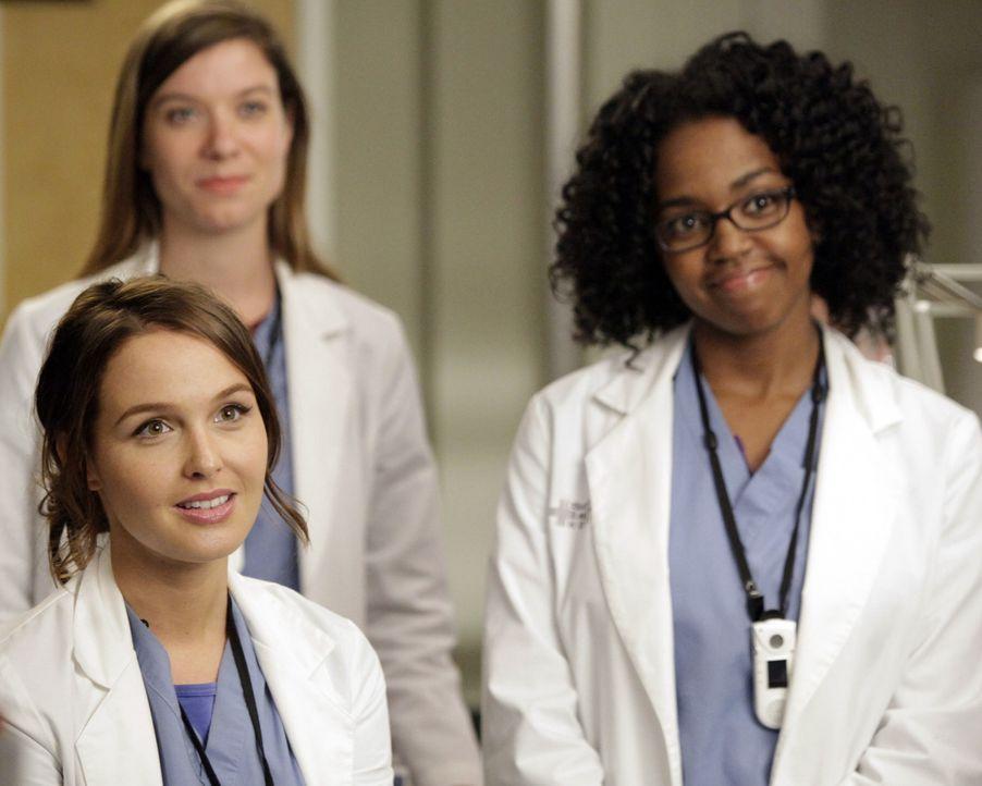 Neue Herausforderungen warten auf: Leah (Tessa Ferrer, M.), Stephanie (Jerrika Hinton, r.) und Jo (Camilla Luddington, l.) ... - Bildquelle: ABC Studios