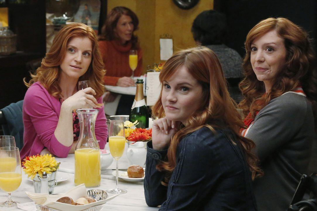 Kurz vor der Hochzeit bekommt April (Sarah Drew, l.) Besuch von ihren Schwestern (Grace Bannon, M., Emily Happe, r.), doch die fröhliche Stimmung is... - Bildquelle: ABC Studios