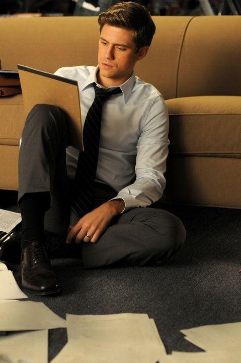 Tripp (Aaron Tveit) macht Überstunden, um eine perfekte Rede zu schaffen. - Bildquelle: Warner Brothers