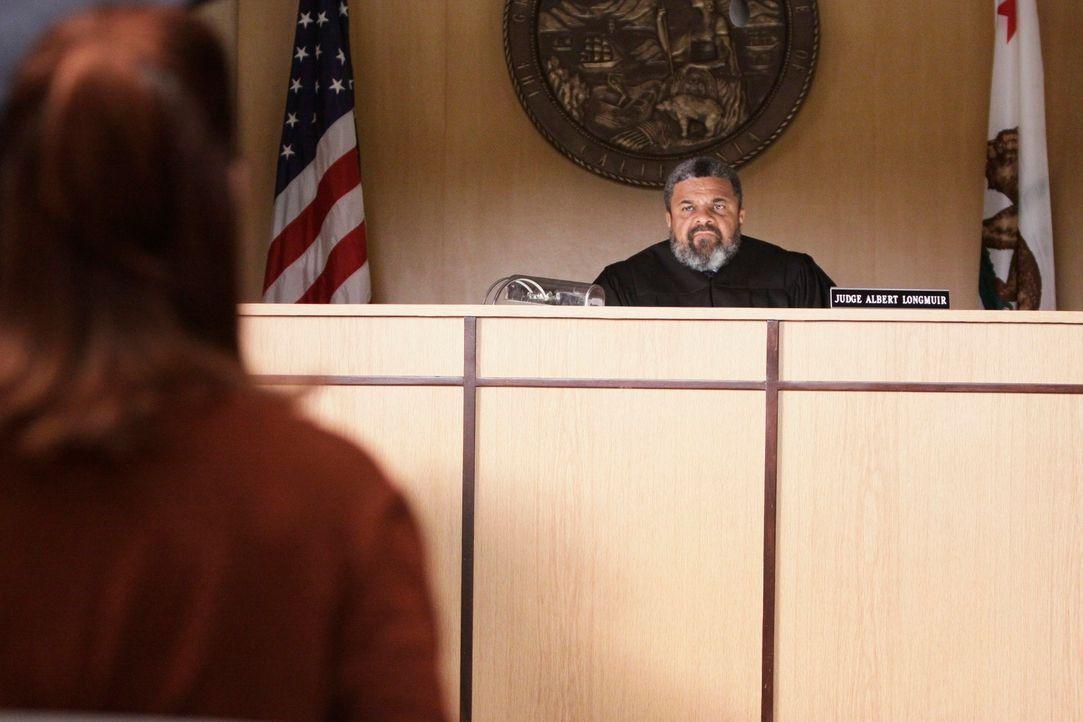 Pete und Violet geraten in einen Rechtsstreit über das Sorgerecht für Lucas, was Addison (Kate Walsh, l.) dazu zwingt, sich für eine Seite zu ent... - Bildquelle: ABC Studios