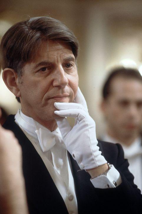 Harrison French, erfolgloser Immobilienmakler und Schwiegersohn des Kongressabgeordneten Henderson (Peter Coyote), überfährt auf nächtlicher Pist... - Bildquelle: Nu Image Films