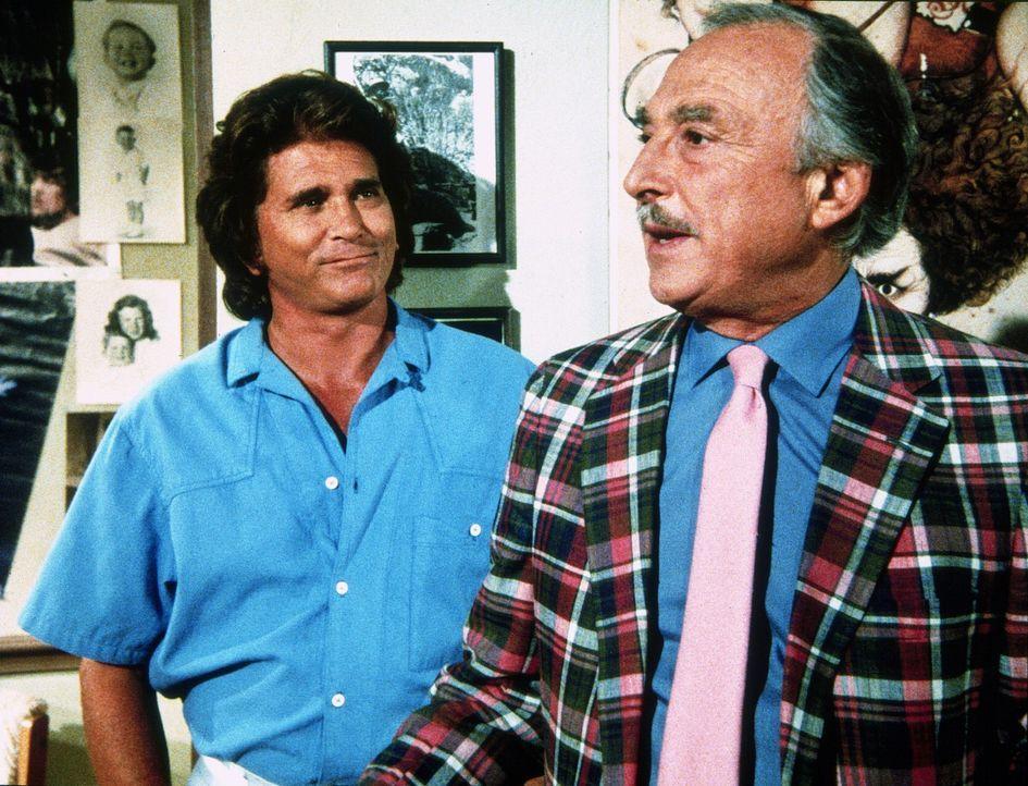 Jonathan (Michael Landon, l.) besucht Vinny (Bill Macy, r.), Cindys Vater, der als ziemlich erfolgloser Agent in Hollywood arbeitet. - Bildquelle: Worldvision Enterprises, Inc.