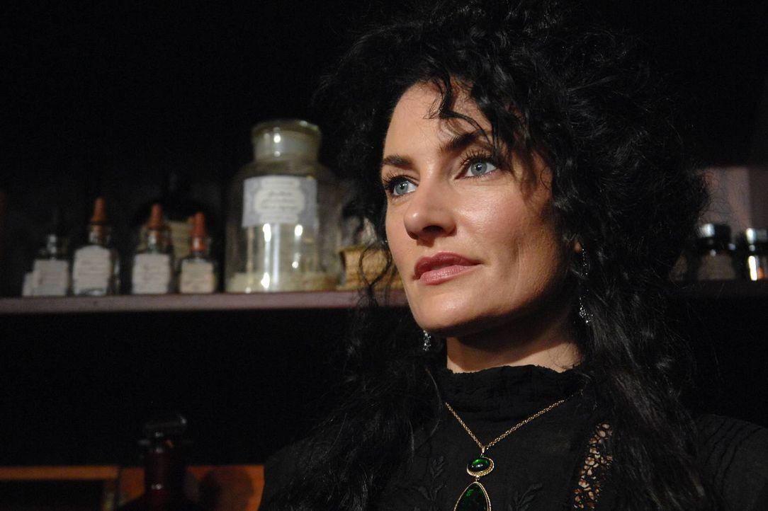Als Hexe hat man es nicht immer leicht, das weiß auch Wendy (Mädchen Amick) nur zu gut ... - Bildquelle: 2013 Lifetime Entertainment Services, LLC. All rights reserved.