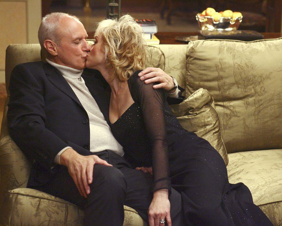 Überglücklich, weil ihr Sohn heiraten will: Bradford Meade (Alan Dale, l.) und seine Frau Claire (Judith Light, r.) ... - Bildquelle: Buena Vista International Television