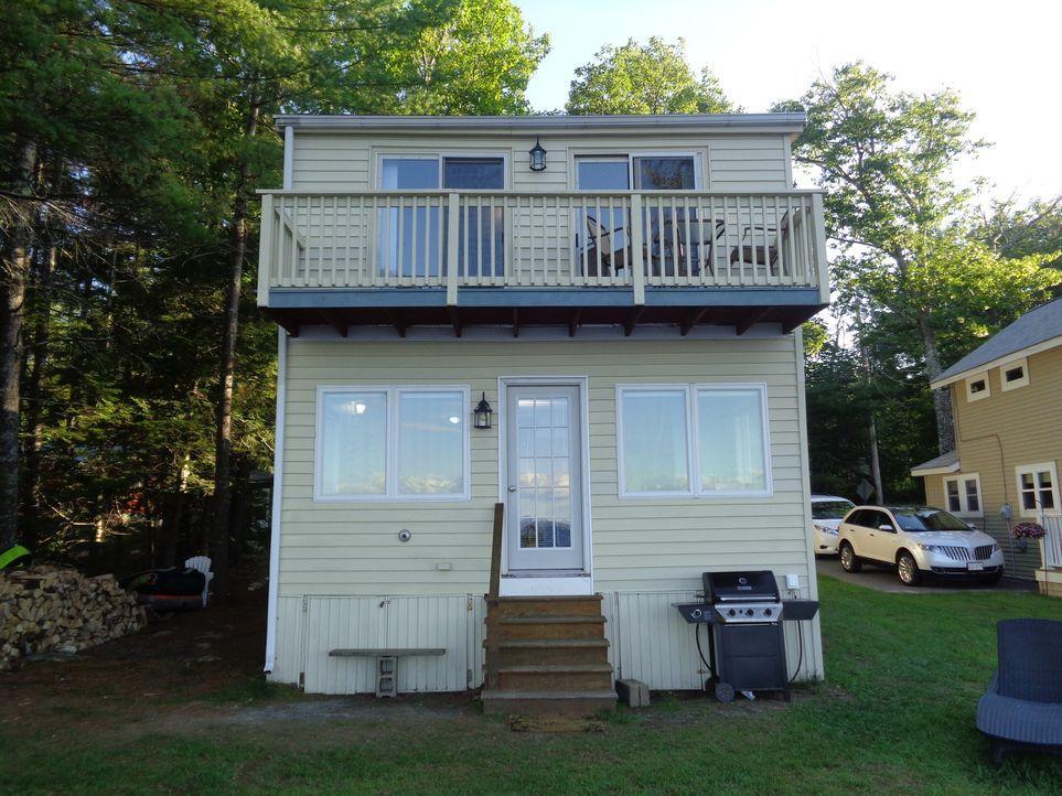 Am Sebago Lake in Maine möchten Danielle und Shwan sich ein Haus kaufen. Doch ihr Feriendomizil soll nicht nur direkt am See liegen, sondern auch 30... - Bildquelle: 2015, HGTV/Scripps Networks, LLC. All Rights Reserved.