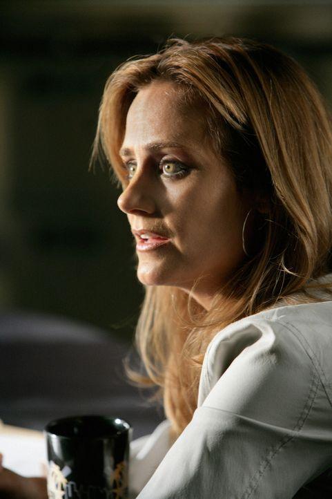 Megan Reeves (Diane Farr) ahnt noch nicht, dass sie bald ein Opfer von Crystal Hoyle sein wird ... - Bildquelle: CBS International Television