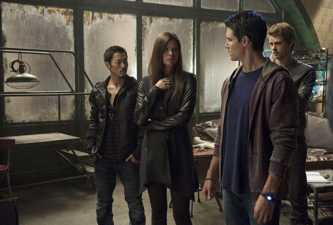 Lassen es Russell (Aaron Yoo, l.), Cara (Peyton List, 2.v.l.), Stephen (Robbie Amell, 2.v.r.) und John (Luke Mitchell, r.) zu, dass ihre Emotionen d... - Bildquelle: Warner Bros. Entertainment, Inc
