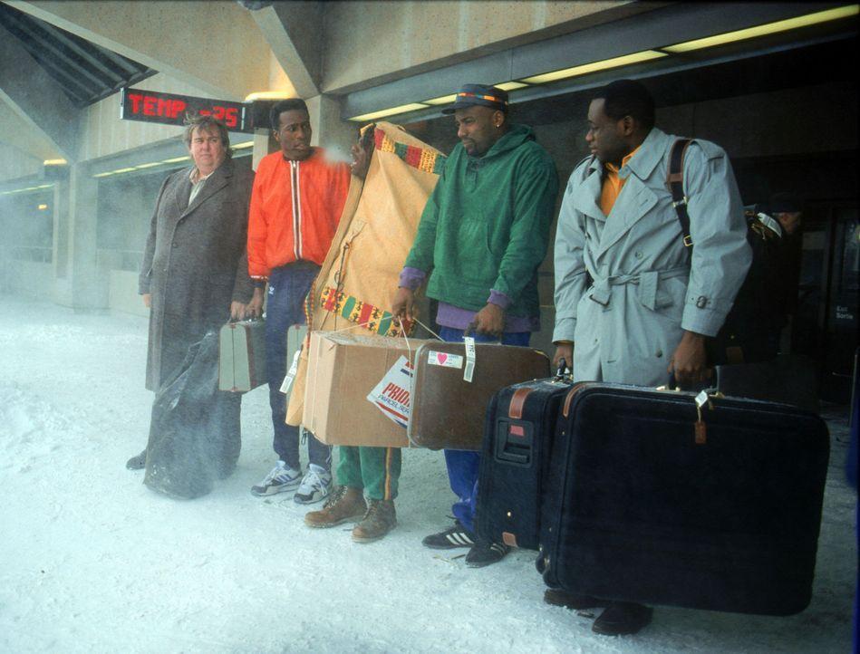 Ankunft im kanadischen Calgary: An Schnee und Eis müssen sich (v.r.n.l.) Junior Bevil (Rawle D. Lewis), Yul Brenner (Malik Yoba), Sanka Coffie (Dou... - Bildquelle: Disney