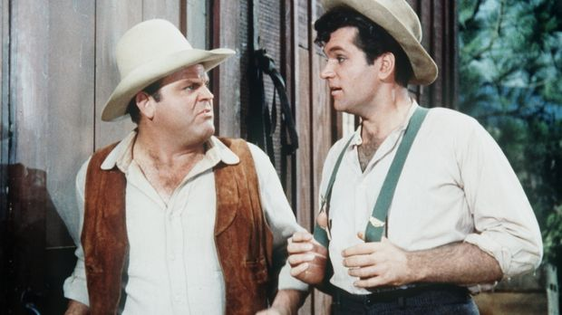 Cousin Muley Jones (Bruce Yarnell, r.) besucht Hoss (Dan Blocker, l.) und sei...