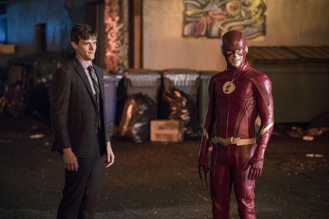 Barry alias The Flash (Grant Gustin, r.) muss sich mit seinem alten Feind Ralph Dibny (Hartley Sawyer, l.) auseinandersetzen, als dieser seine neuen... - Bildquelle: 2017 Warner Bros.