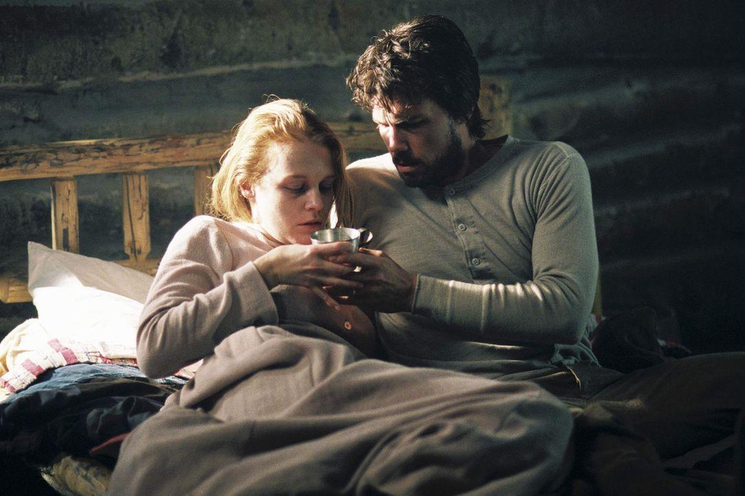 Charles Ingalls (Cameron Bancroft, r.) kümmert sich liebevoll um seine Frau Caroline (Erin Cottrell, l.) ... - Bildquelle: ABC, Inc.