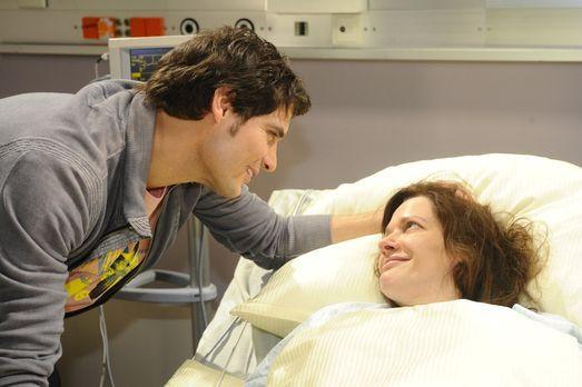 Anna und die Liebe - Alexander (Paul Grasshoff, l.) ist froh, dass seine Mutt...