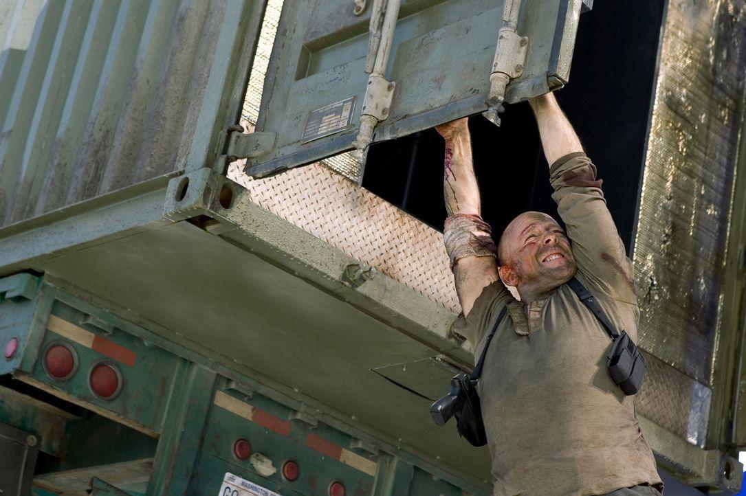 Als John McClane (Bruce Willis) erfährt, dass seine Tochter entführt wurde, gibt es für ihn kein Halten mehr. Ein Wettkampf gegen die Zeit beginnt.... - Bildquelle: Frank Masi 2007 Twentieth Century Fox Film Corporation.  All rights reserved.