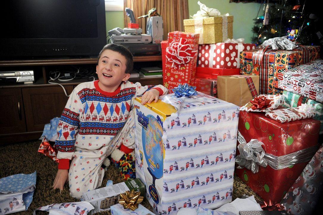 Frankie hatte geplant, ihren Kindern zu Weihnachten nur Kleinigkeiten zu schenken, doch am Weihnachtsmorgen wachen Brick (Atticus Shaffer), Sue und... - Bildquelle: Warner Brothers