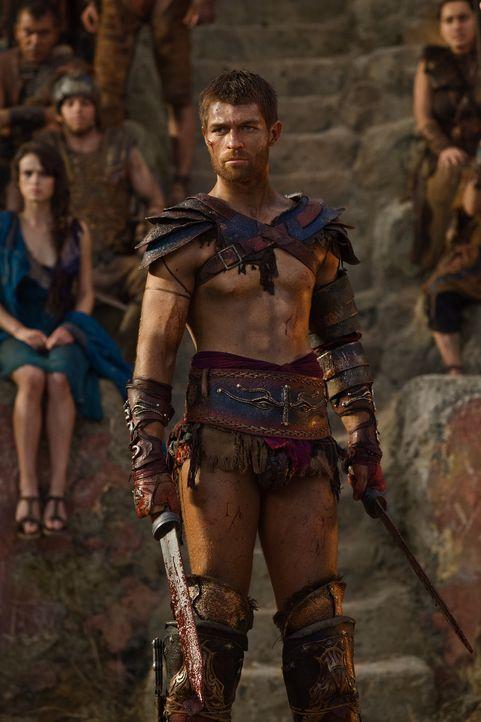 Als Naevia gegen Tiberius antritt, erhält Spartacus (Liam McIntyre) eine Botschaft von Crassus, in der dieser ihm den Vorschlag macht, 500 Gefangene... - Bildquelle: 2012 Starz Entertainment, LLC. All rights reserved.