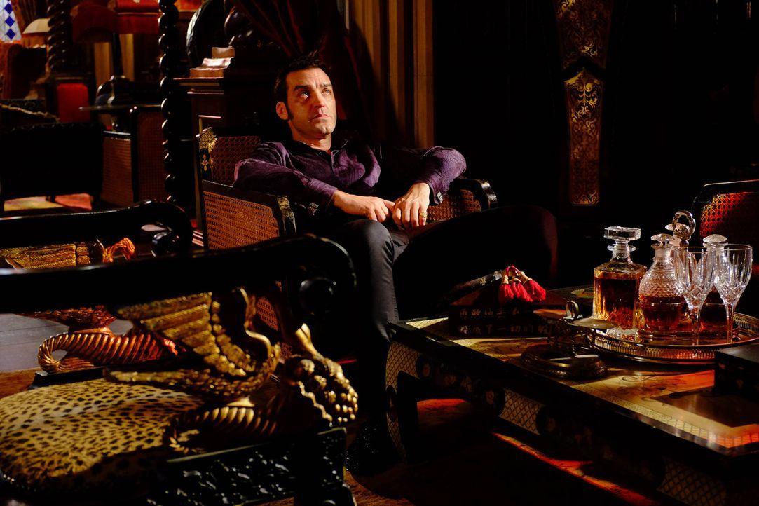 Muss mit dem Verschwinden von Violet zurechtkommen: König Cyrus (Jake Maskall) ... - Bildquelle: 2015 E! Entertainment Media LLC/Lions Gate Television Inc.