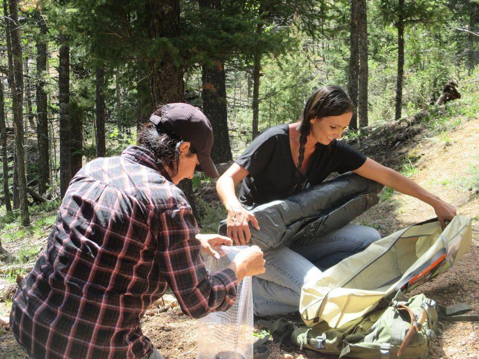 Amanda (r.) hat eine neue Schürfpartnerin. Doch sie und Jessica (l.) müssen erkennen, dass es als Frauenteam in den Bergen nicht ungefährlich ist ..... - Bildquelle: High Noon Entertainment, 2015