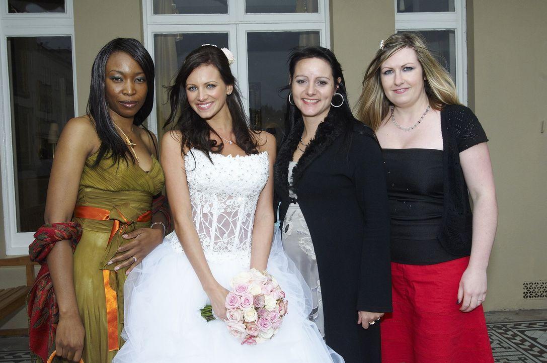 Mel (2.v.l.), Lorna (r.), Ada (l.) und Amanda (2.v.r.) treten an im Wettkampf um das schönste Hochzeitsfest ... - Bildquelle: ITV Studios Limited 2009