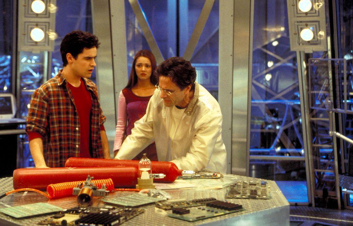 Der Physiker Dr. Gibbs (Robin Thomas, r.) widmet all seine Gedanken nur seiner Forschung, bis zu dem Tag, an dem sein Sohn Zak (Jesse Bradford, l.)... - Bildquelle: TM &   2001-2006 BY PARAMOUNT. ALL RIGHTS RESERVED